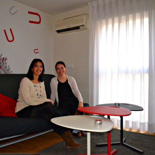 Anna and Arlene in her apartment in Madrid