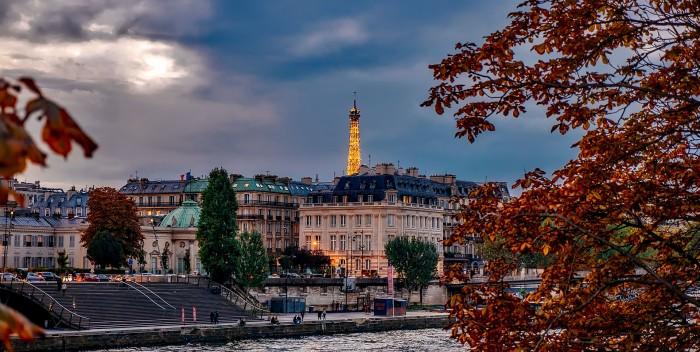Autumn in Paris - Gowithoh